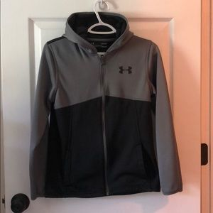 Boys YLG Under Armour zip-up hoodie with pockets.